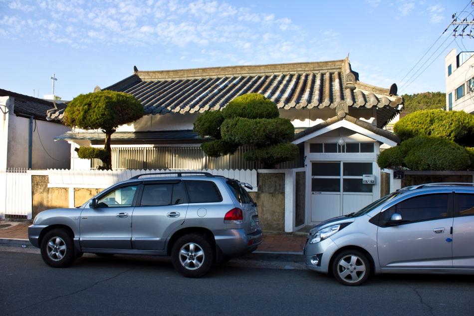 renovated colonia jinhae house white
