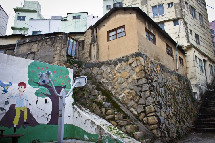 chojangdong wall top house
