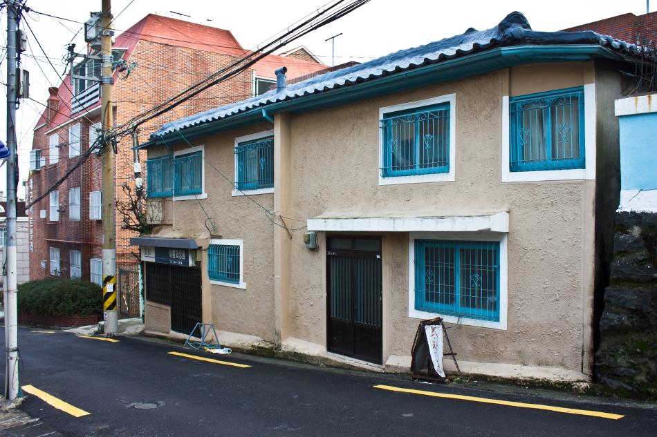 chojangdong curvy house 1
