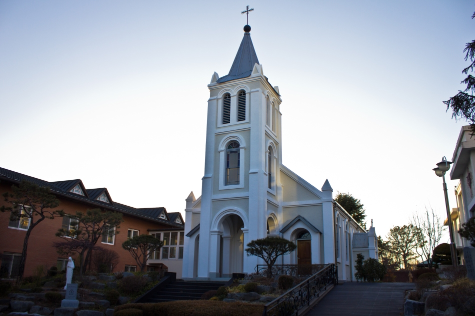 mok-dong catholic church front