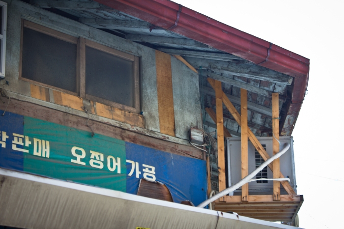 masan warehouse intersection eaves
