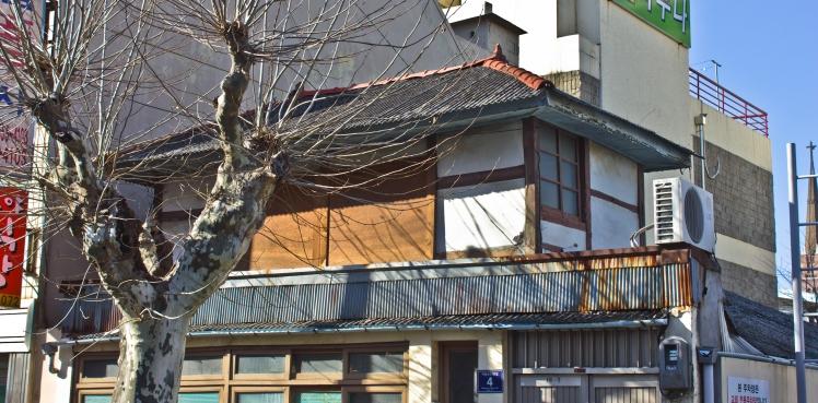 jinju lone japanese house