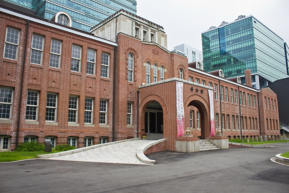 dong-a museum exterior