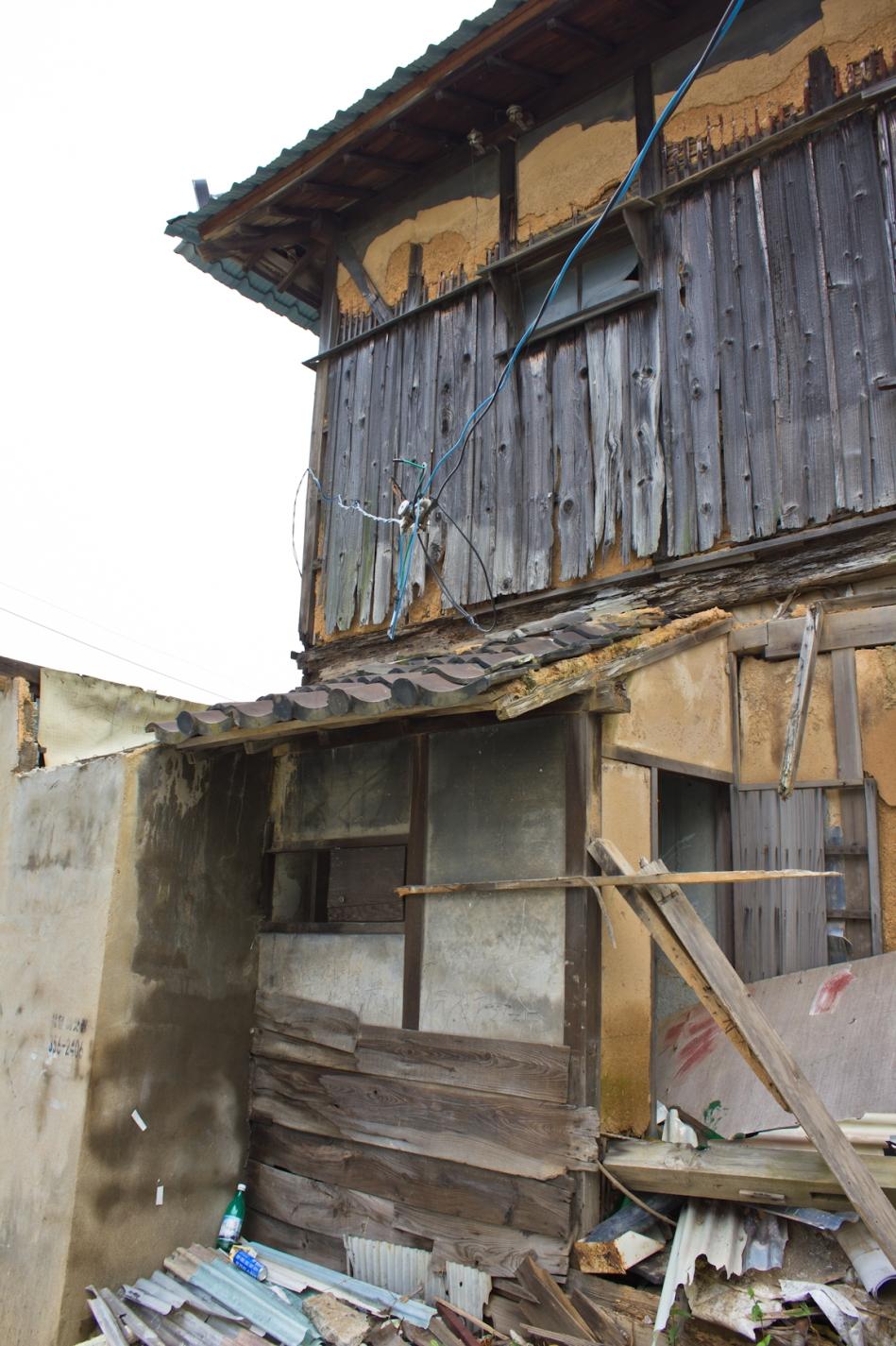 miryang cinder block reinforced building