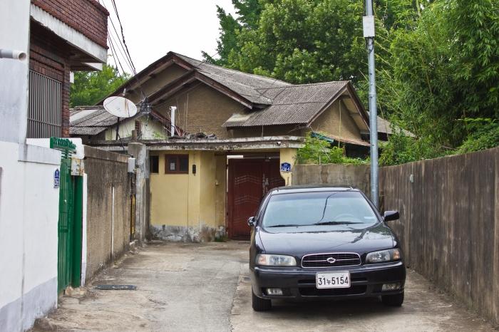 sammun-dong cement sprayed japanese house