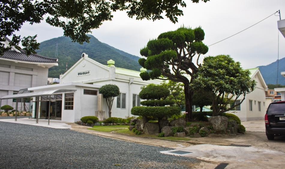 jinhae old temple neighbor building