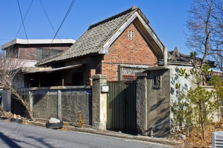 Figure 29. A good example of middle class culture house design. This private residence sat in the Soje-dong neighboorhood of Daejeon, Korea. It was demolished when the Suhyang-gil road was widened sometime between 2017-2020. Undated, but perhaps from the 1930s-1940s. Source: Photographed by Nate Kornegay, 2015.