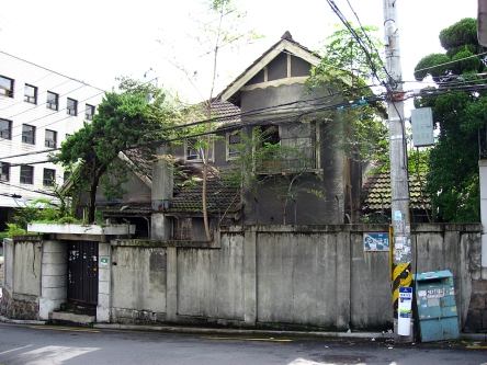 Figure 35. A fine example of a Craftsman-influenced culture house in the Jangchung-dong neighborhood of Seoul. Undated, but could date to anytime between the 1920s-1940s. The home appears to have been demolished. Source: Courtesy of Robert Koehler, 2007.