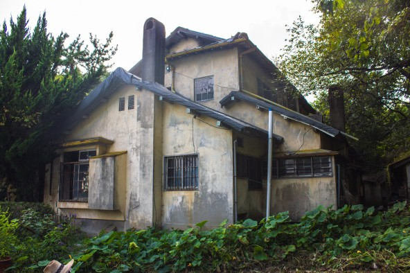 Figure 42. The former home of Korean writer Ji Ha-ryeon, despite being heavily damaged by a fire sometime in the 2010s, remains an exquisite extant example of a culture house floorplan. The enclosed engawa doubles as a hallway, leading to different styled rooms. A non-Japanese staircase leads to multiple rooms upstairs, some more Western-leaning than Japanese. The house is thought to have been built in the 1930s. Source: Photographed by Nate Kornegay, 2015.